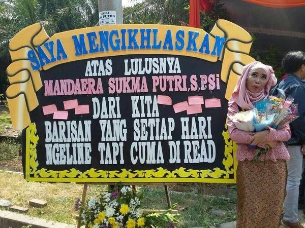 Kami Toko Bunga Ratu Florist Menjual Berbagai Macam Karangan Bunga Papan Hand Bouquet Dan Decorasi Pernikahan Yang Berpusat Di Surabaya Karangan Papan Lucu