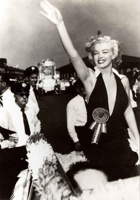 Marilyn Monroe leading the Miss America parade.    [September 2, 1952]