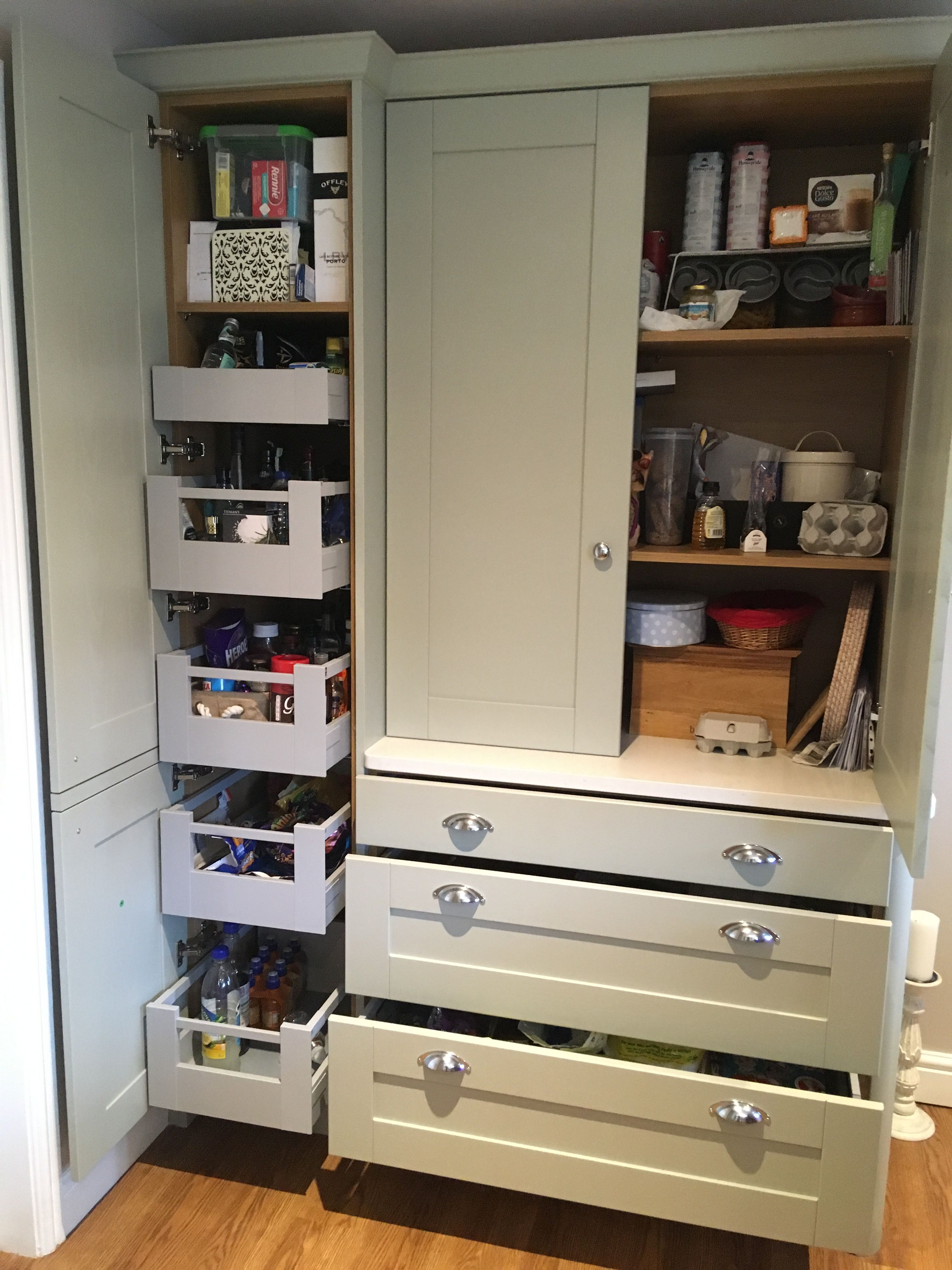 Pull out drawer in tall unit, fantastic ! Kitchen