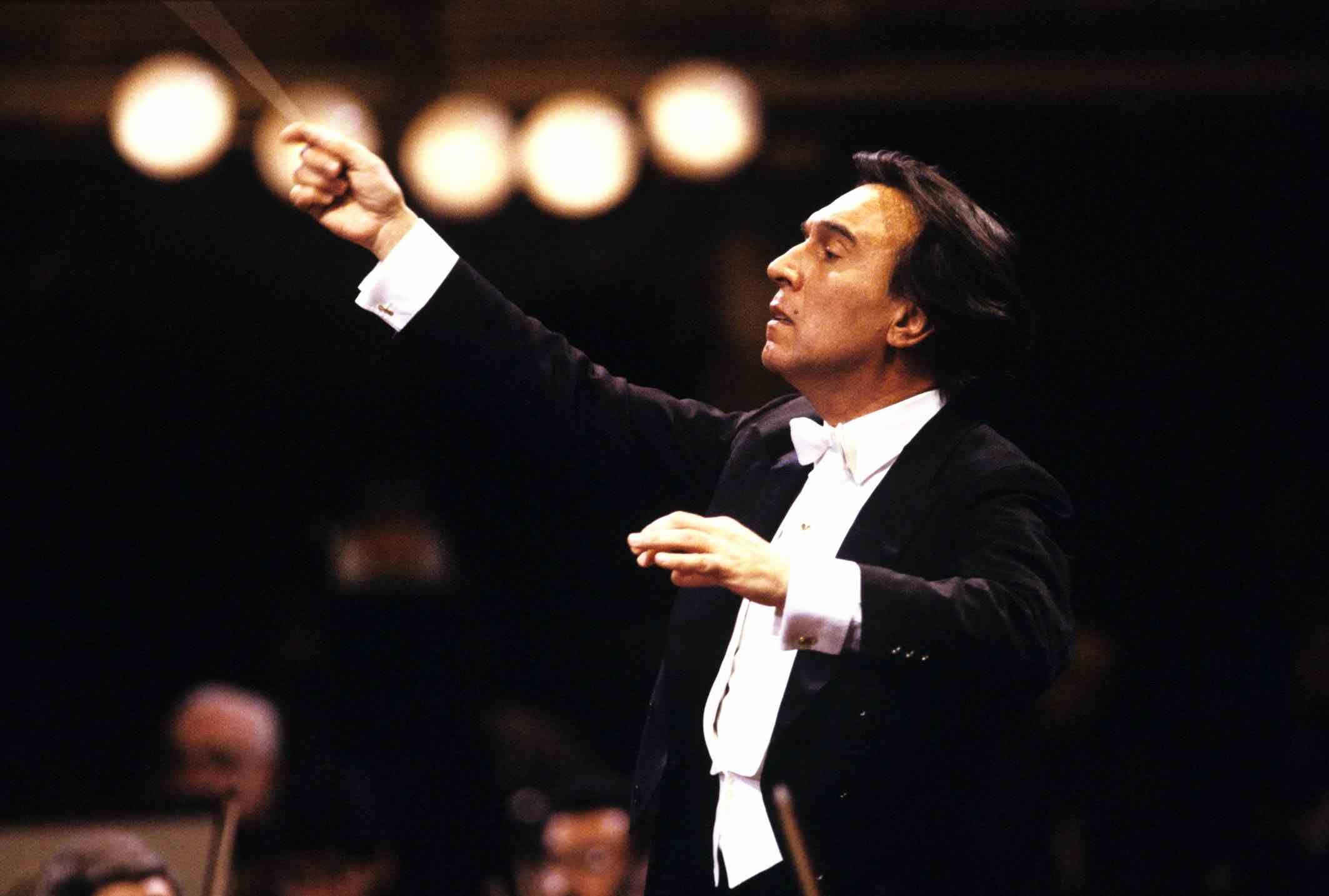 베를린 필하모닉 이끈 명 지휘자 클라우디오 아바도의 추모분향소입니다.