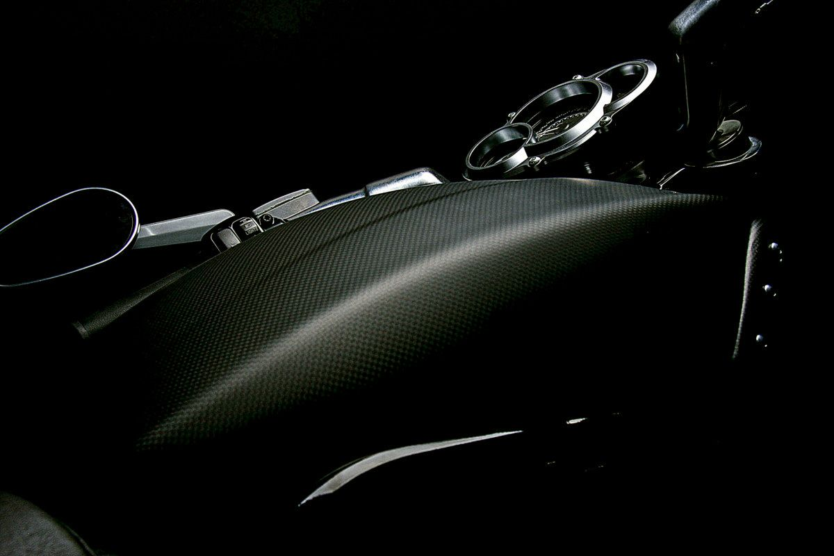 Harley-Davidson® V Rod. Airbox cover in carbon fibre. Want.