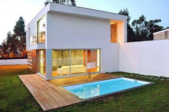 diseño de casa cuadrada pequeña de dos pisos, construida en