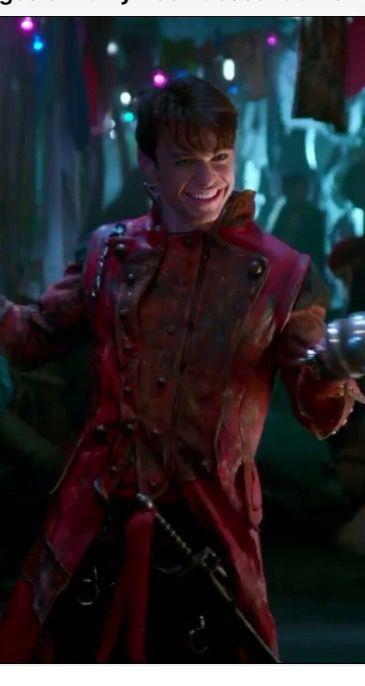 Thomas Doherty as Harry Hook