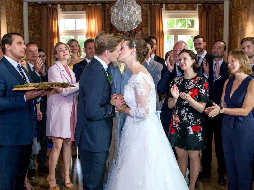 Was Passiert Heute In Den Soaps Trend Magazin Hochzeitskleid Spitze Kleid Hochzeit Braut