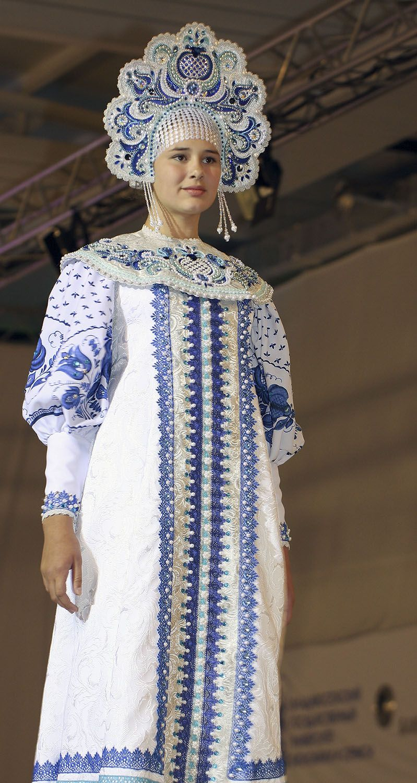 Russian costume. Kokoshnik. Folk dresses, Traditional
