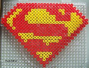 Superman logo hama perler by Les loisirs de Pat