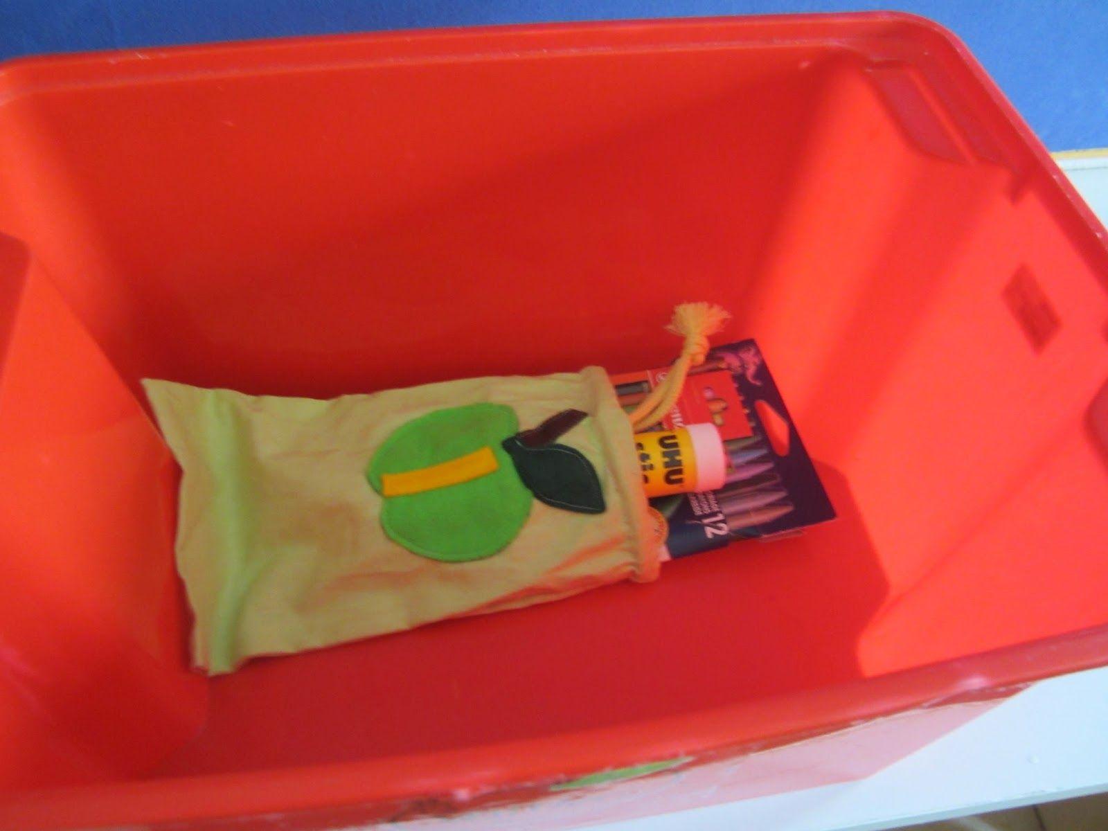 Jokaisella oppilaalla numeroidut pussit, joissa numeroidut välineet. Näin tavarat löytävät oikeille paikoilleen.