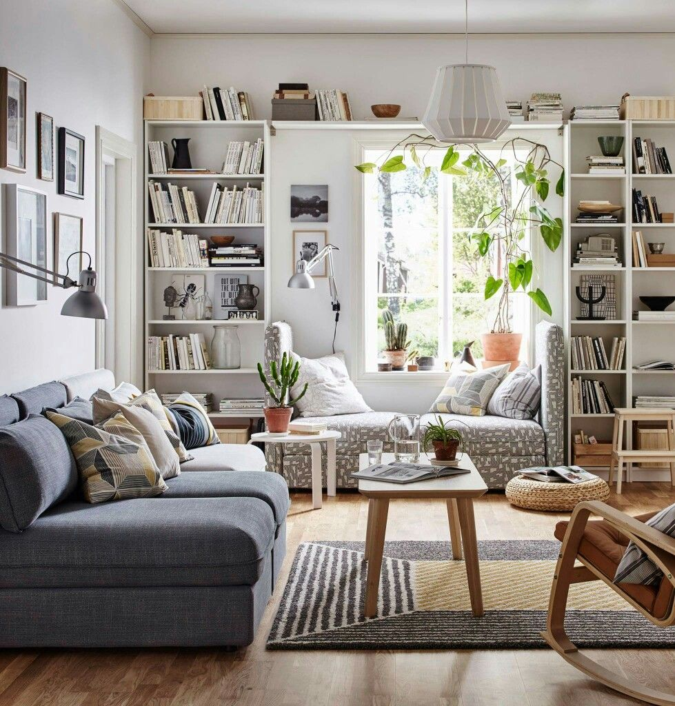 """IDÉE AMÉNAGEMENT SALON: bibliothèques """"Billy"""" IKEA entourant le"""