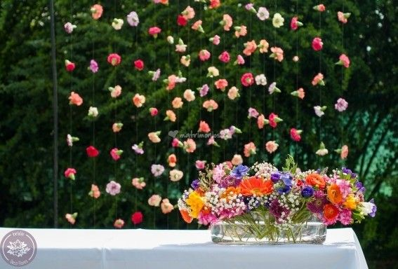 Los profesionales de Inefable crearán exclusivos arreglos florales para su ceremonia, banquete y fiesta, los cuales le darán un toque de alegría y delicadeza a ese gran momento de sus vidas. El equipo de trabajo está formado por expertos en diseño,