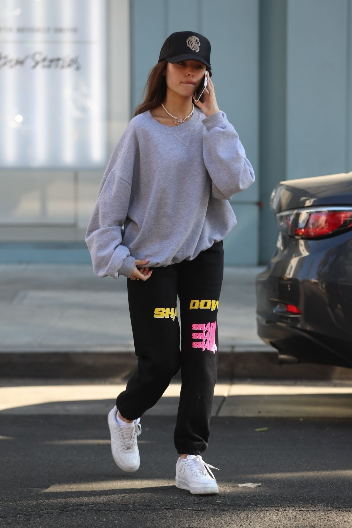 Madison Beer At Croft Alley In Beverly Hills 11 04 2019 Beer Outfit Fashion Madison Beer Outfits [ 1800 x 1200 Pixel ]
