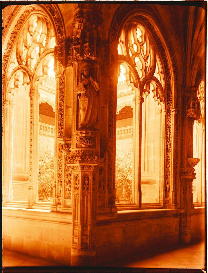 Corredor del Claustro de San Juan de los Reyes, Detalle de las Pilastras Que Soportan las Nervaduras. http://europeana.eu/portal/record/09407a/2D5A10827D8F0B40FD0DB344D81BAEF86457522A.html