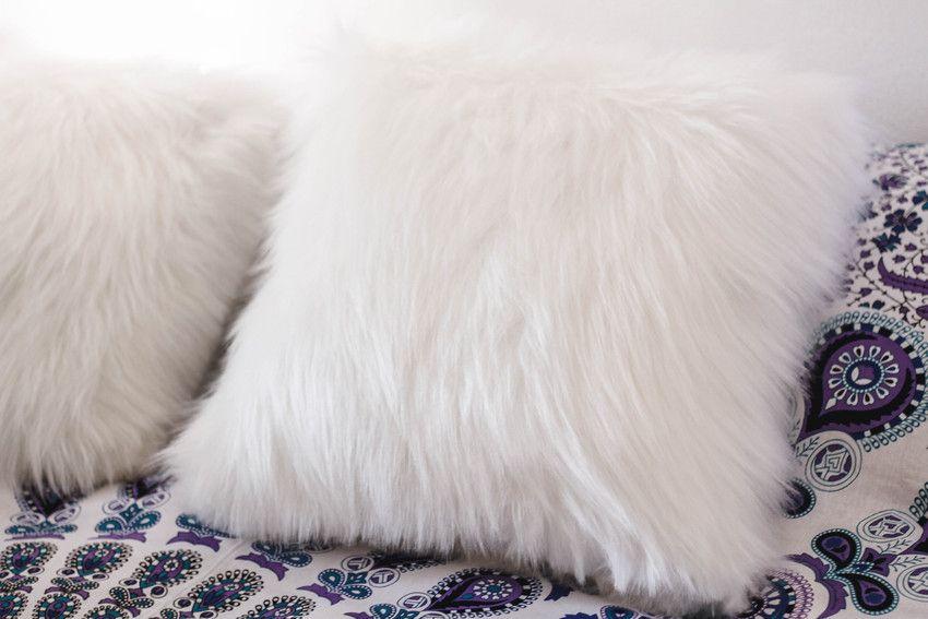 45a903dac4c4fc almofada branca peluda … | Pillows | Almof…