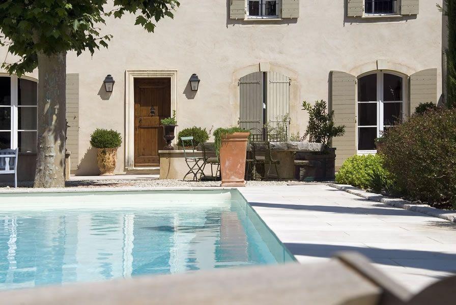 Maison provençale  Porte encadrement pierre Encadrement porte