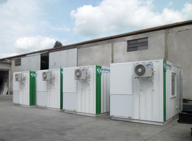 Se utilizaran en sectores externos de jurisdicción de los aeropuertos, para controlar los equipajes mediante aparatos de rayos X, instalados dentro de la unidad.