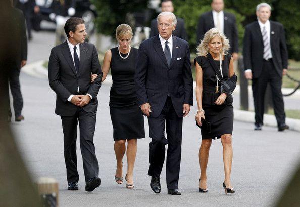 Joe Biden Photos Photos Ted Kennedy Makes Final Trip To Washington For Burial At Arlington Cemetery Joe Biden Ted Kennedy Kennedy Family