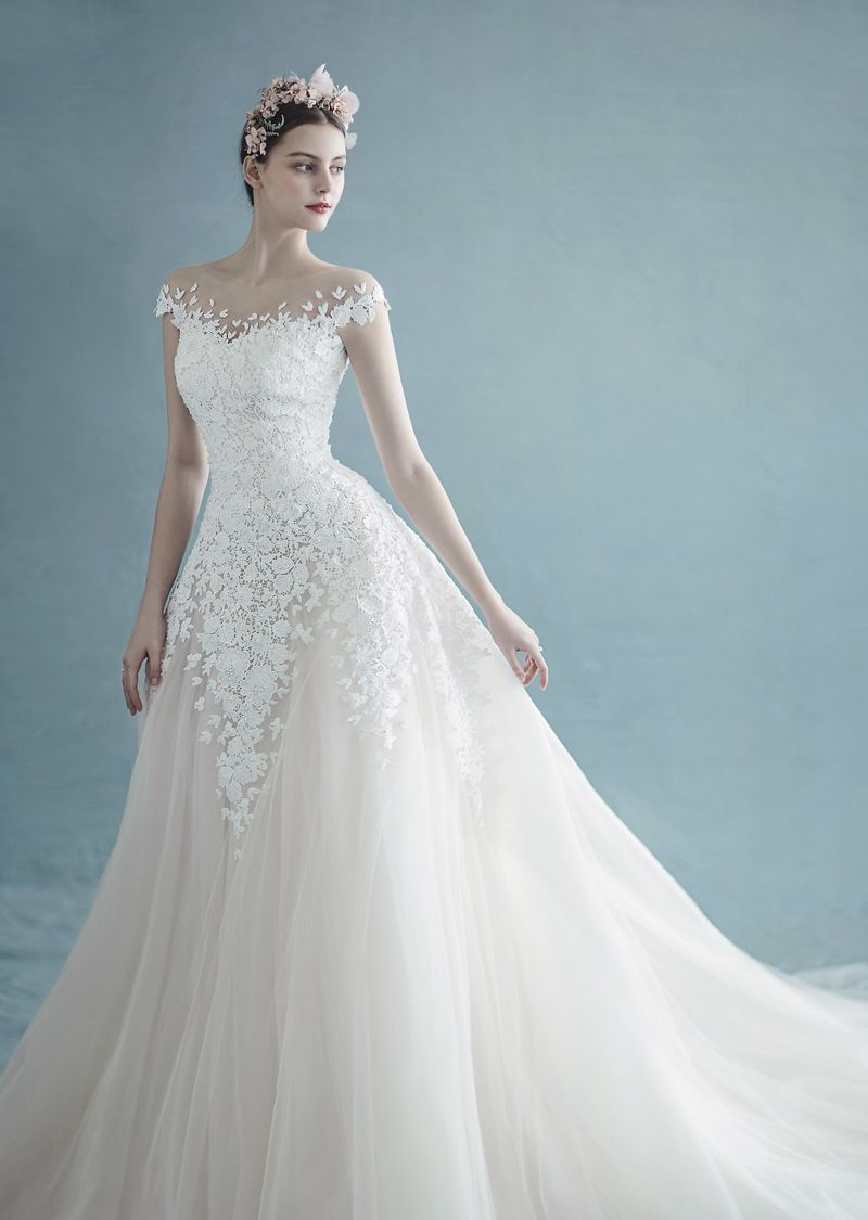 This laced gown from Florence presents effortless beauty and head ...