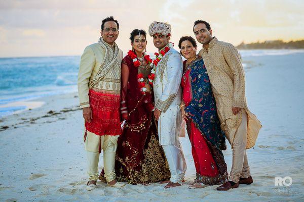Love, family & hapinnes #wedding #RivieraMaya............ Amor, familia y felicidad #novios #mar #tradiciones