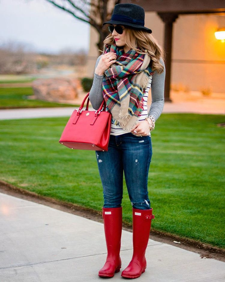 """""""#TBT remember this outfit from last fall?  Well this popular scarf is still in stock and on sale for just $11.90  I have a feeling it will be just as…"""""""