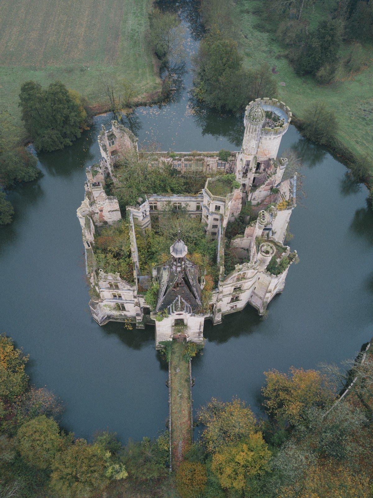 Château de la Mothe-Chandeniers France #castles