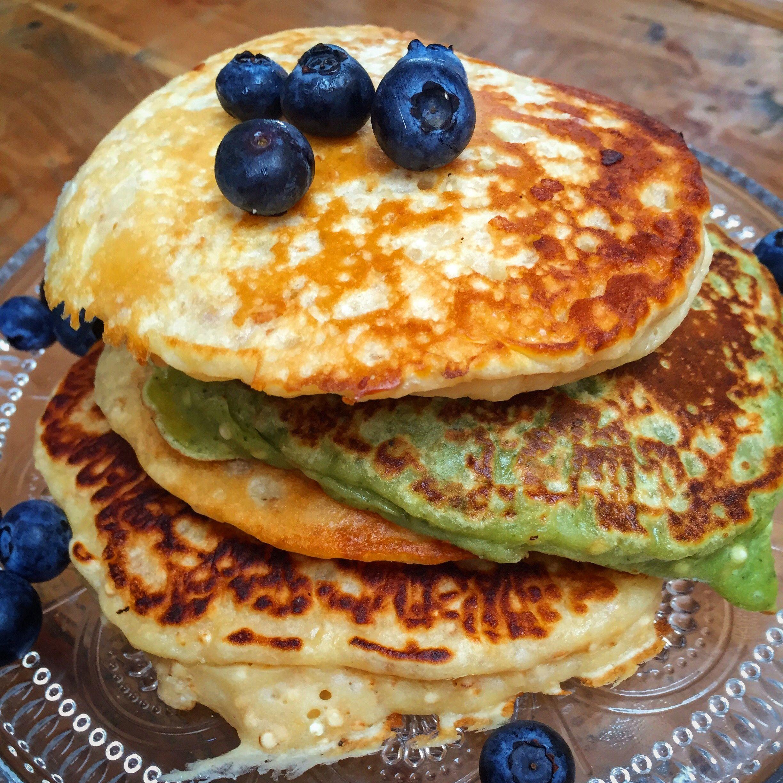 Matcha Pancake aus Buttermilch Dinkelmehl und gepufftem Quinoa