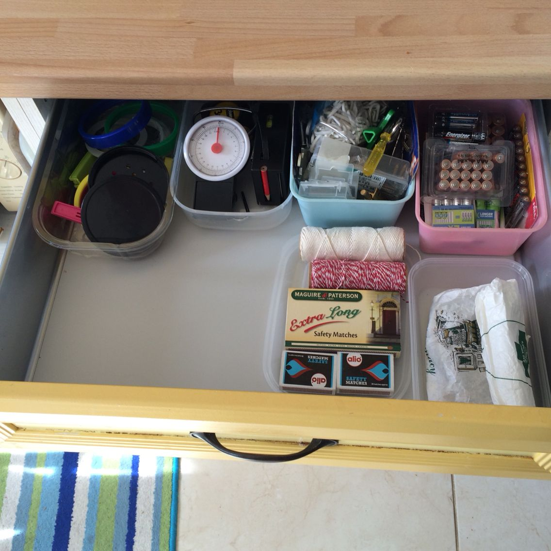 marie kondo style messy drawer in our kitchen. Black Bedroom Furniture Sets. Home Design Ideas