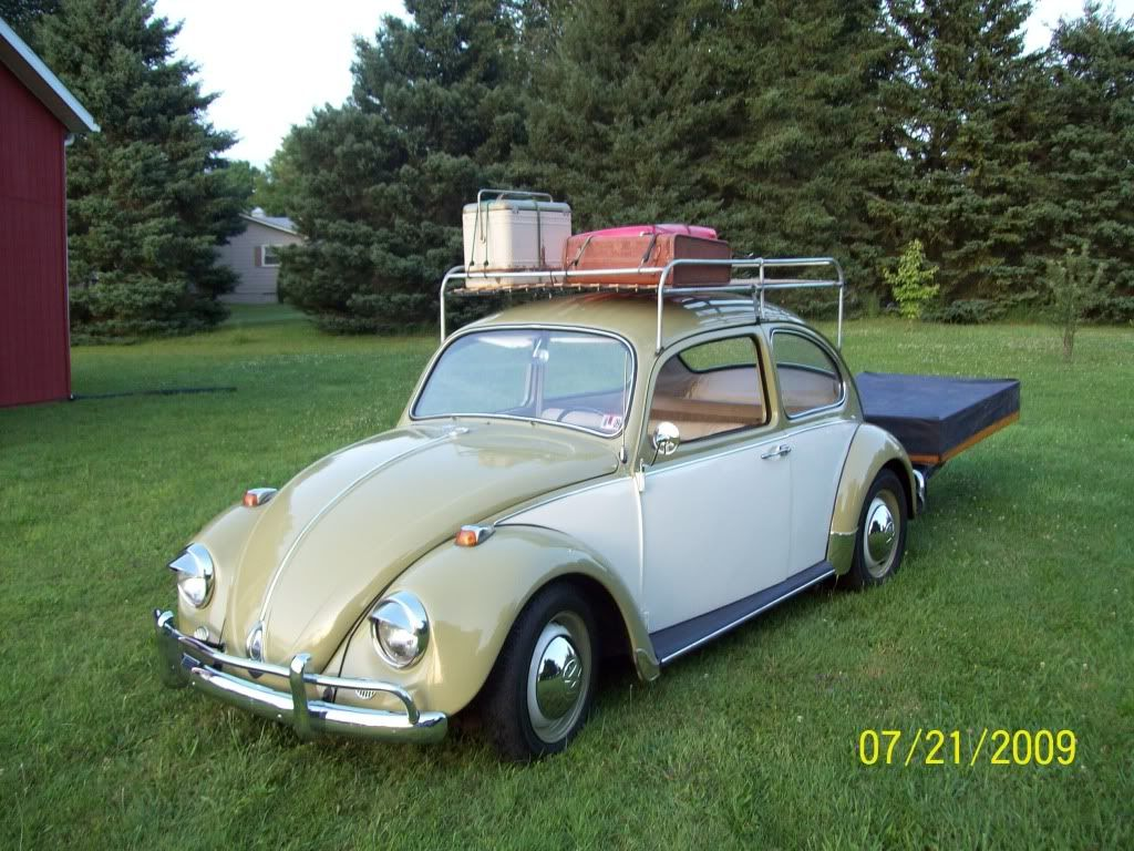 1967 Vw Bug The Lights Are Incorrect But The Two Tone Is Cool And The Roof Rack Is Very Nice Classic Cars Vw Bug Car