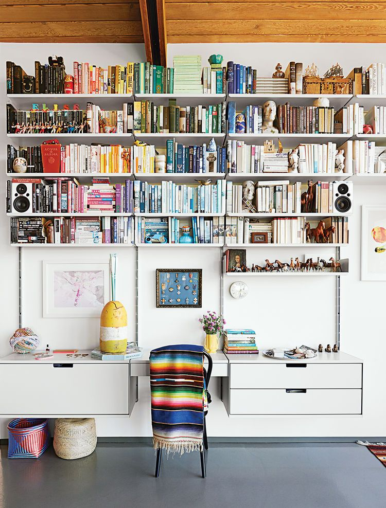 Delightful 6 Modern Bookshelf Ideas A 606 Universal Shelving System By Dieter Rams For  Vitsœ Is The Perfect Perch For A Color Coded Array Of Books In This  Midcentury ...