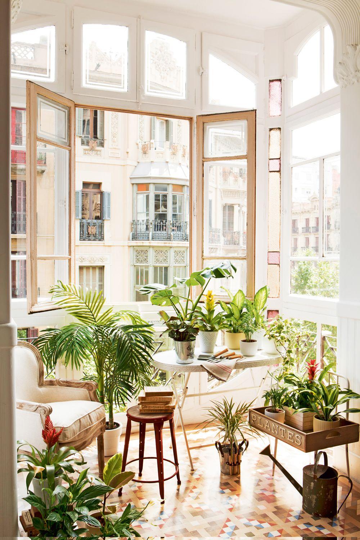 Muebles e ideas para aprovechar las ventanas decorar con for Estanteria plantas interior