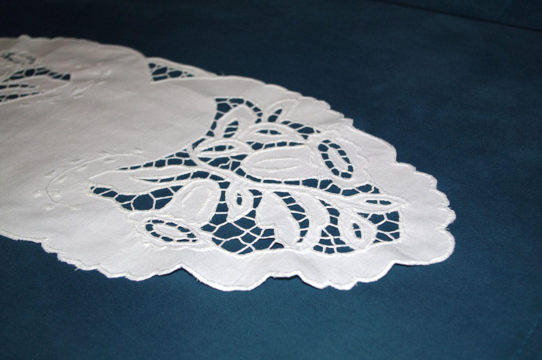 Polish Richelieu White Table Runner Traycloth Vintage Crochet Dresser Scarf Cutwork Embroidery