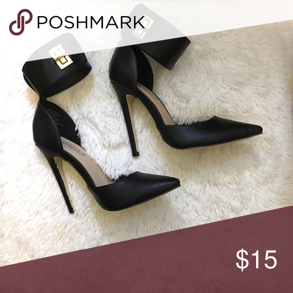 """Heels with Ankle Strap Never been worn before! A little over 4.5"""" of heel! I have a bundle deal! Shoe Dazzle Shoes Heels"""