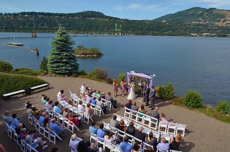 Hood river inn with images river inn outdoor wedding