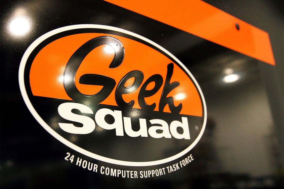 The Fbi Has Been Bribing Employees Of Best Buy S Geek Squad To Hack Into Computers For The Past 10 Years Acc Best Buy Geek Squad Geek Squad Cool Things To Buy