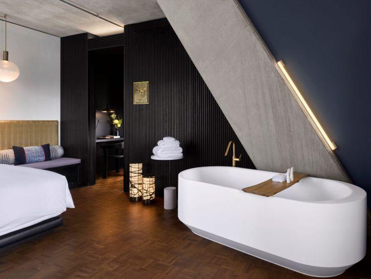 Farbe Anthrazit Naturmaterialien Badezimmer Freistehende Badewanne  Indirekte Beleuchtung #hotel