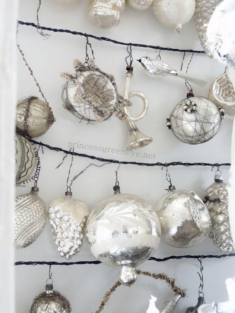 Dekorationn mit antikem Weihnachtsschmuck, Väterchen Frost, antike ...