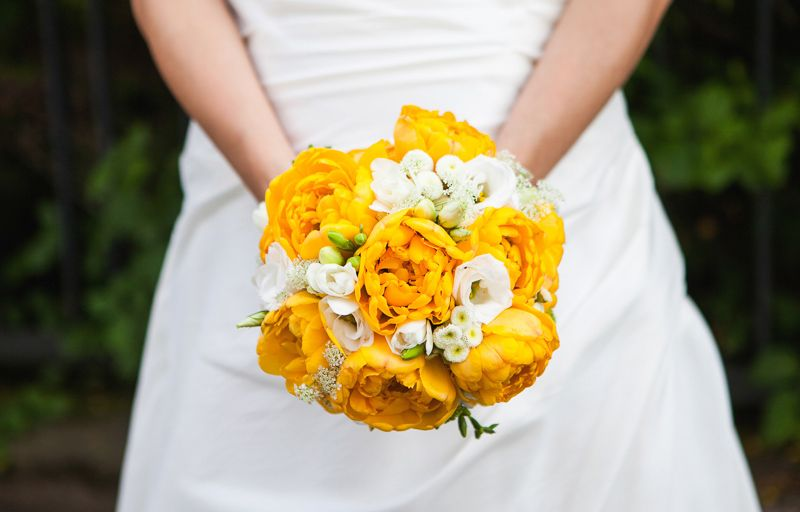 Yellow wedding Bouquet // Brautstrauss in gelb // Photo by Esther Jonitz // http://www.wedding-and-portrait.com