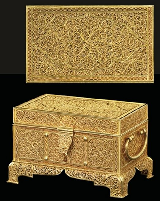 17th / 18th Century Dutch / German Gold Filigree Casket, Sold as Goanese Christie's London, 10 July 2008. (13 x 7.9 x 8.3 cm). See only other Gold Casket in the Khalili Collection