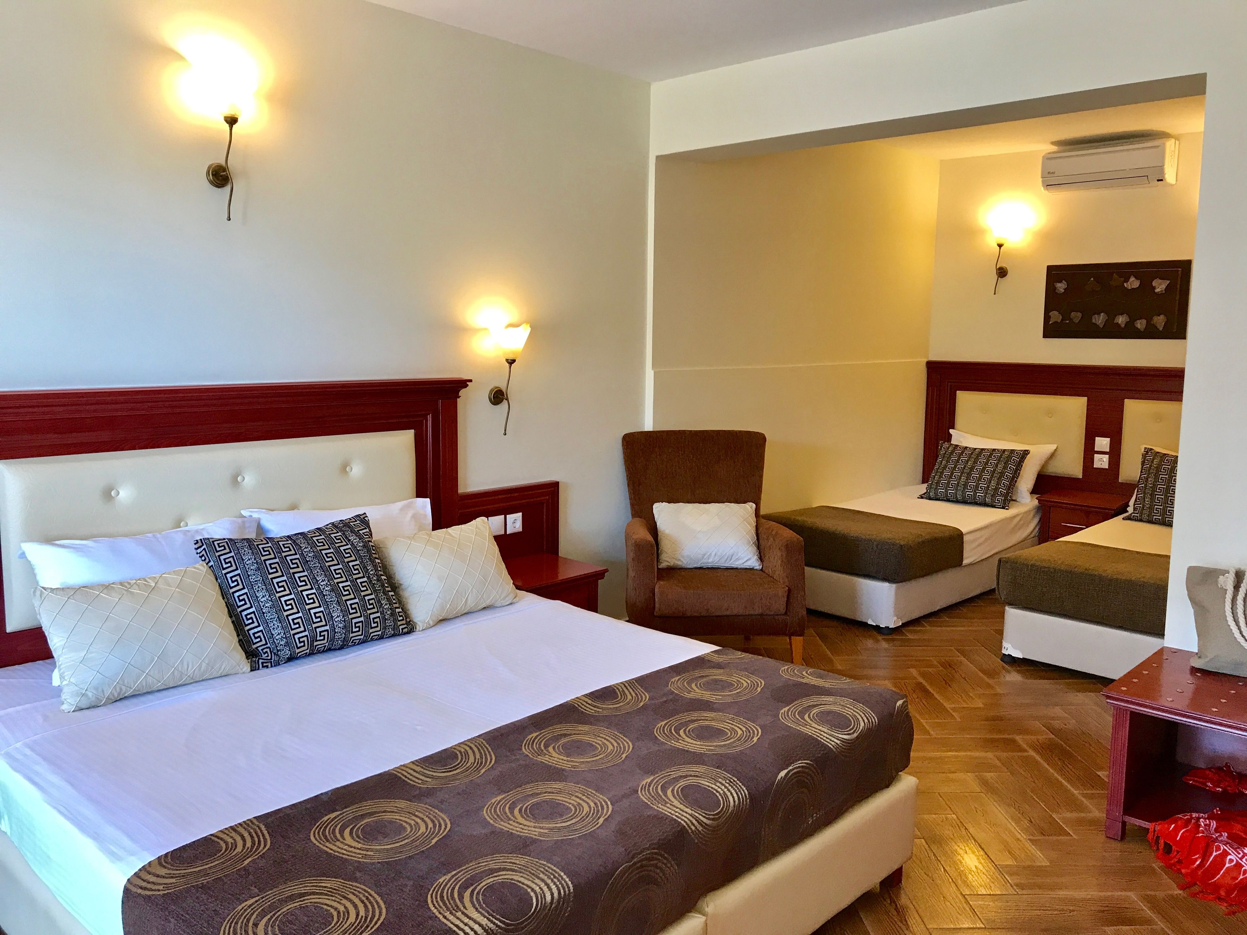 Superior Room With Queen Size Bed And 2 Single Beds Superior