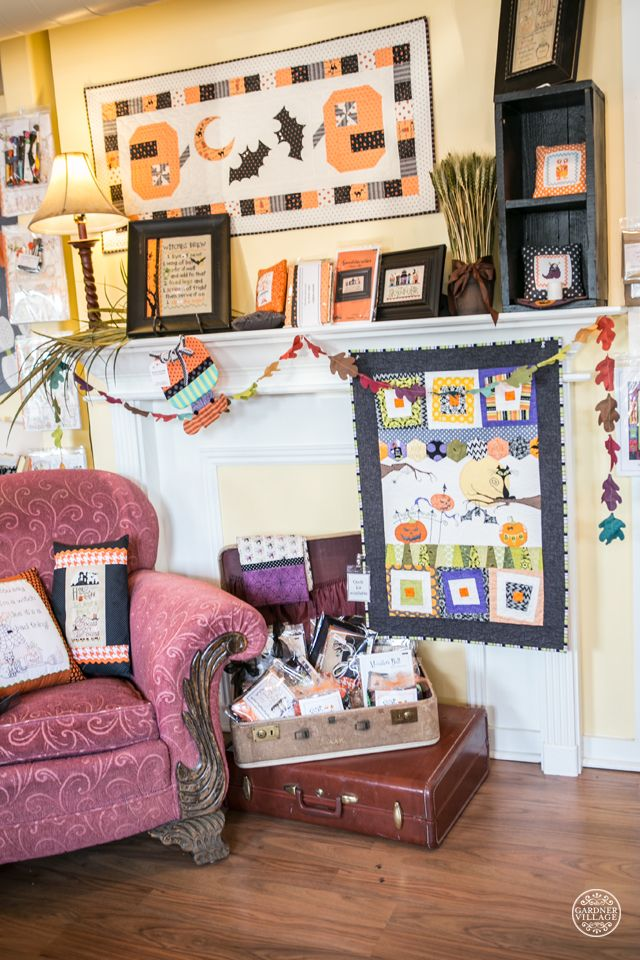 This is no trick, it's a treat! Halloween is coming and these little wall hangings are adorable and a fun way to get into the holiday spirit.