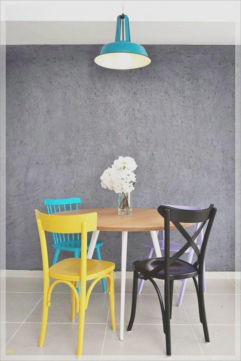 Kleiner Esstisch Mit 2 Stuhlen Wohungsdekoration Minimalistische Dekoration Runder Esstisch