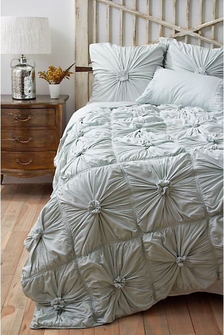 pretty way to style around our bedding.