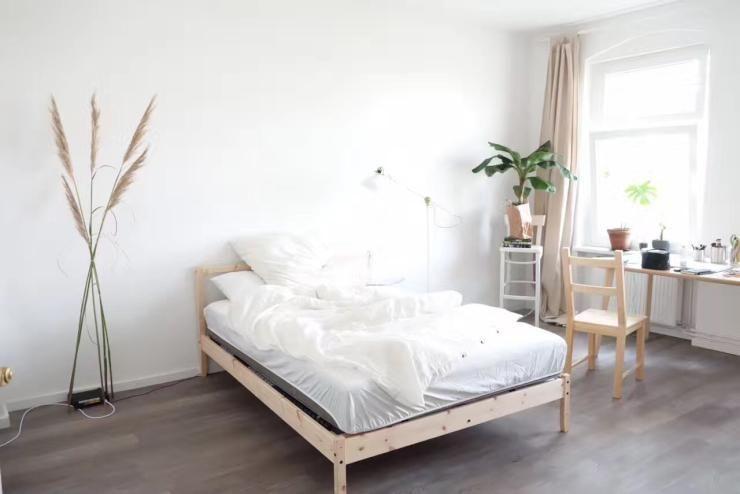 Schönes Helles Schlafzimmer Mit Großem Fenster Schlafzimmer - Einrichtungsidee schlafzimmer