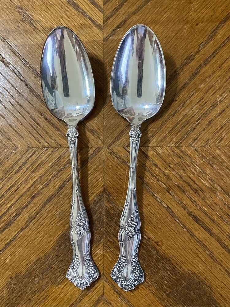 \u2018F\u2019 monogram 4 Butter knives Silver plate Oneida Community Vintage Patrician pattern Beautiful condition Butter spreaders