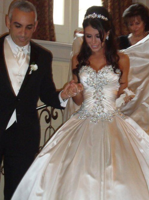 This with a Tulle bottom would be absolutely perfect | The dress ...