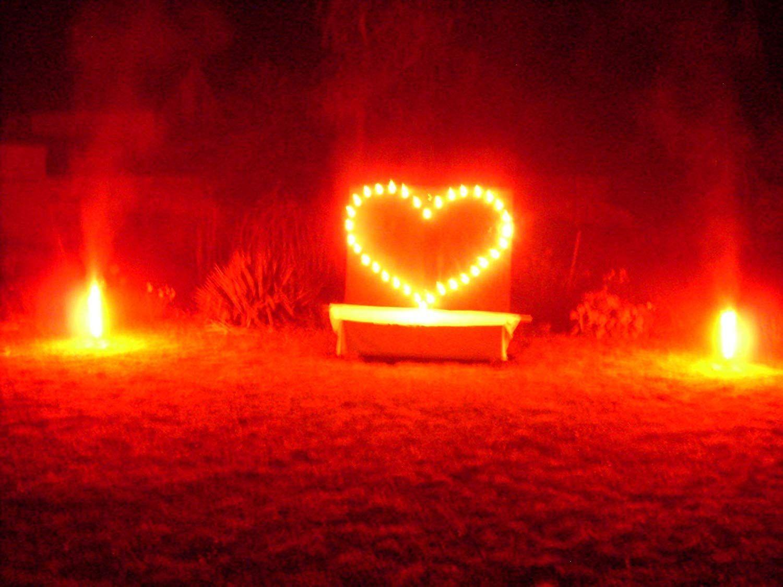 Perfektes Feuerwerk Fur Den Valentinstag Einen Romantischen Heiratsantrag Oder Als Deko Fur Eine Hochzeit Im Hochzeit Feuerwerk Hochzeit Beleuchtung Hochzeit