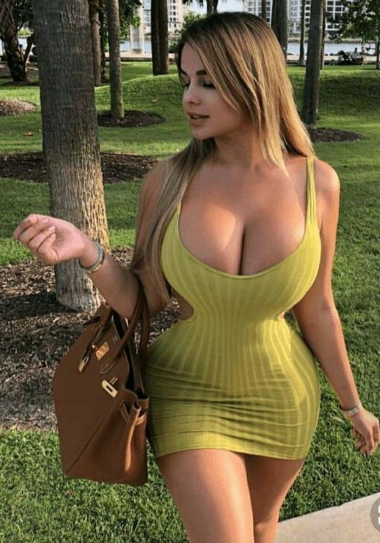 Sexy busty models