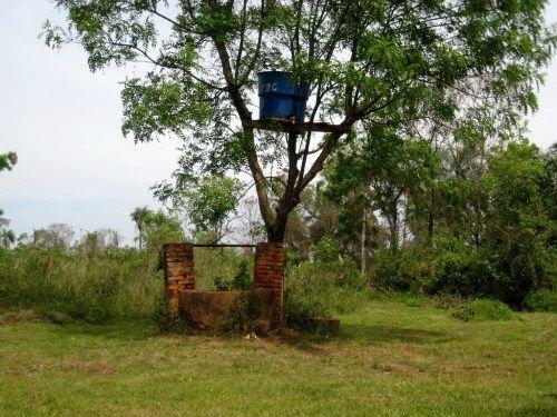 Brunnen mit Wassertank in Villarrica...
