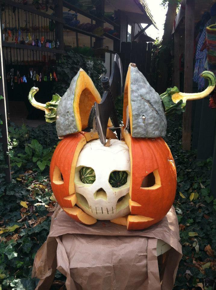 split ALL the skulls! Halloween crafts, Spirit halloween