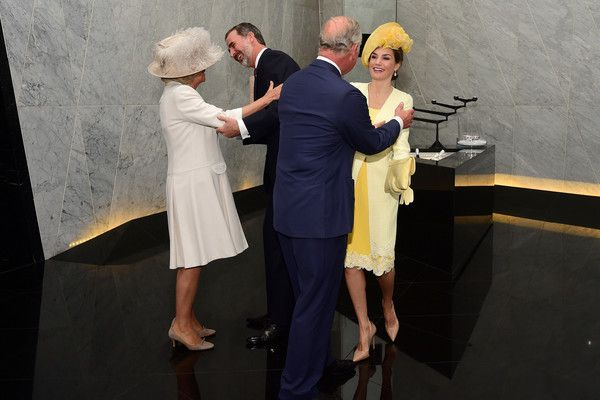 King Felipe VI of Spain Photos Photos - King Felipe VI of Spain and his wife Queen Letizia of Spain are greeted by Prince Charles, Prince of Wales and Camilla, Duchess of Cornwall at their hotel during their state visit to the United Kingdom on July 12, 2017 in London, England. - State Visit Of The King And Queen Of Spain - Day 1