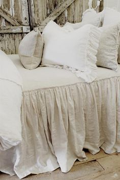 vintage ruffle coverlet from full bloom cottage country french beds pinterest deko. Black Bedroom Furniture Sets. Home Design Ideas