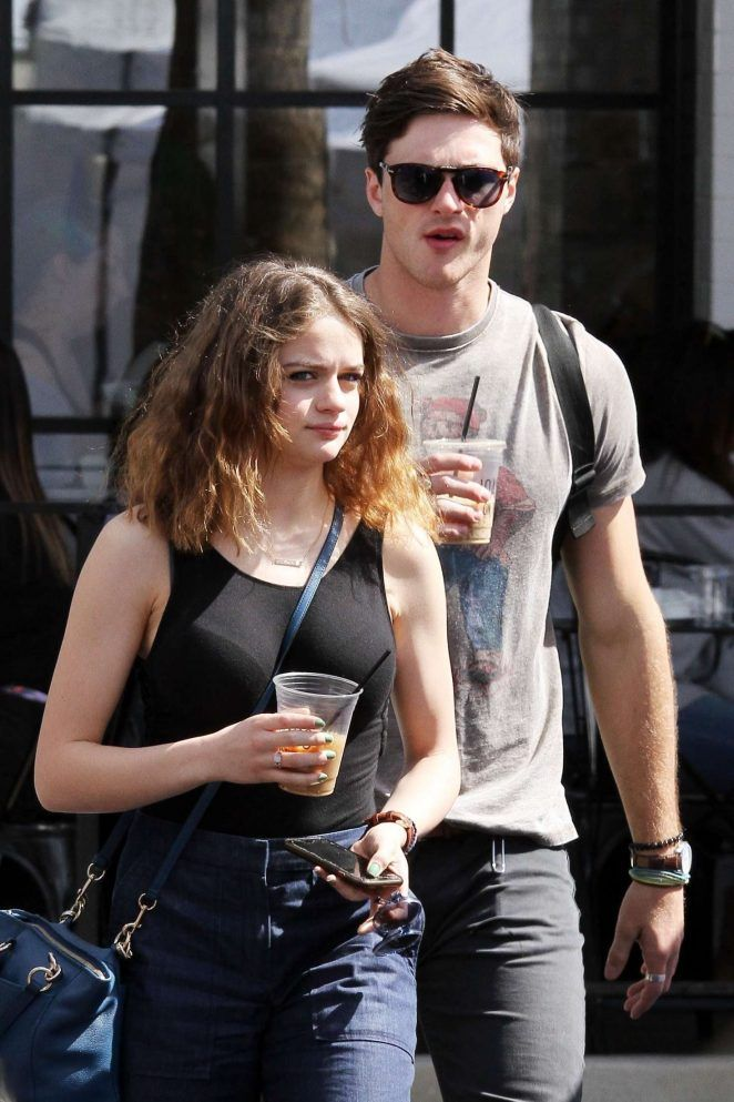 King With Boyfriend Jacob Elordi At The Farmer S Market In Studio City Joey King Kissing Booth Actors